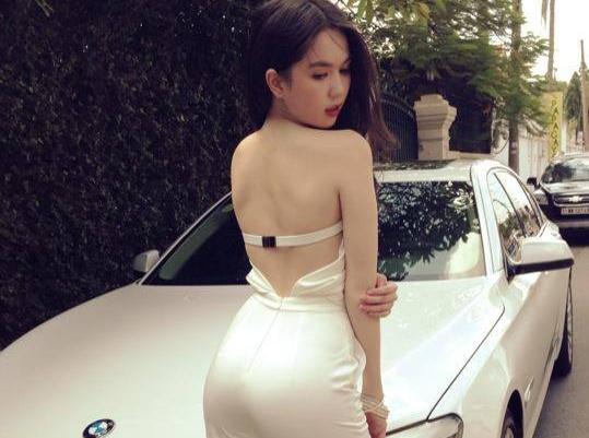 My nhan Viet gay phan cam voi tu the khoe vong 3 hinh anh