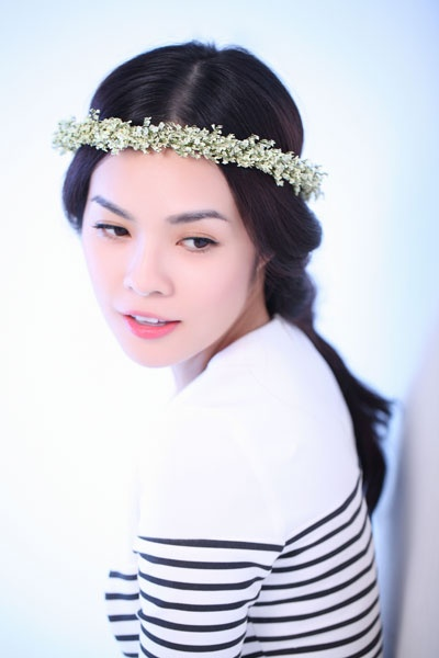My nhan Viet chuong trao luu deo vong hoa thien than hinh anh 14