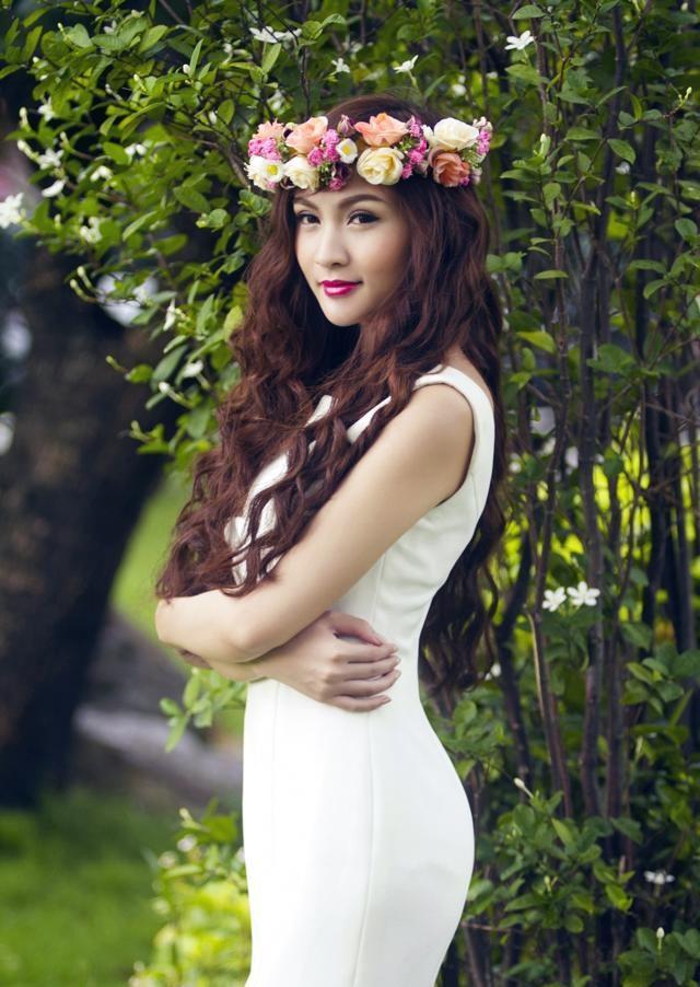 My nhan Viet chuong trao luu deo vong hoa thien than hinh anh 15