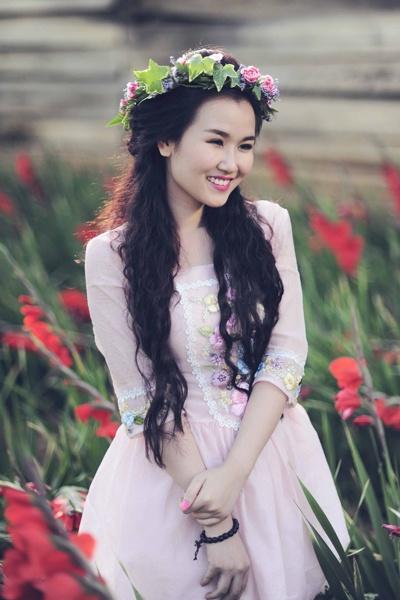 My nhan Viet chuong trao luu deo vong hoa thien than hinh anh 16