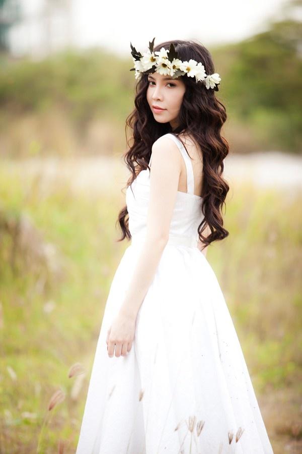 My nhan Viet chuong trao luu deo vong hoa thien than hinh anh 17