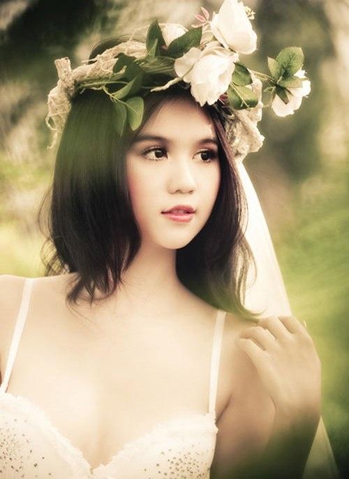 My nhan Viet chuong trao luu deo vong hoa thien than hinh anh 3