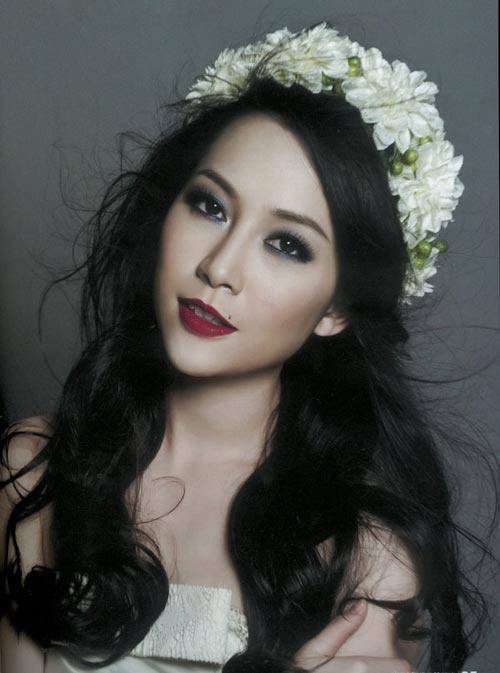 My nhan Viet chuong trao luu deo vong hoa thien than hinh anh 5