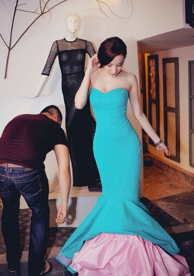 Angela Phuong Trinh khoe duong cong khi thu vay da hoi hinh anh 3