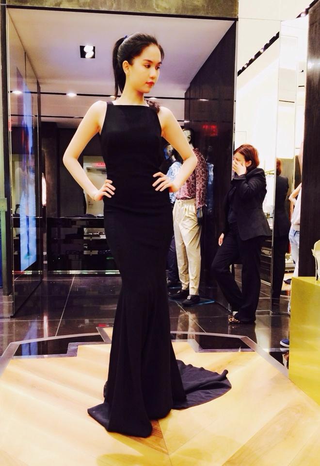 Angela Phuong Trinh khoe duong cong khi thu vay da hoi hinh anh 5