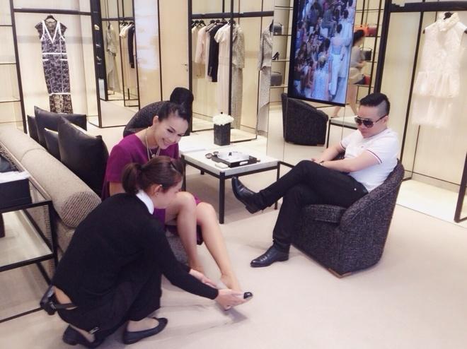 Angela Phuong Trinh khoe duong cong khi thu vay da hoi hinh anh 6