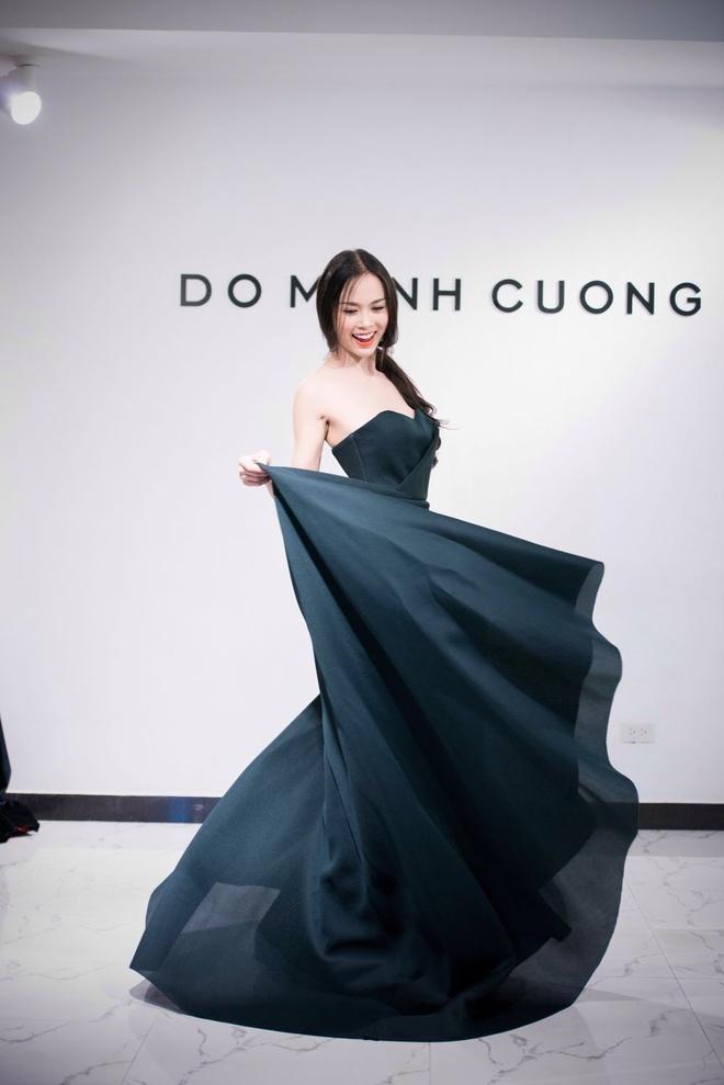 Angela Phuong Trinh khoe duong cong khi thu vay da hoi hinh anh 8