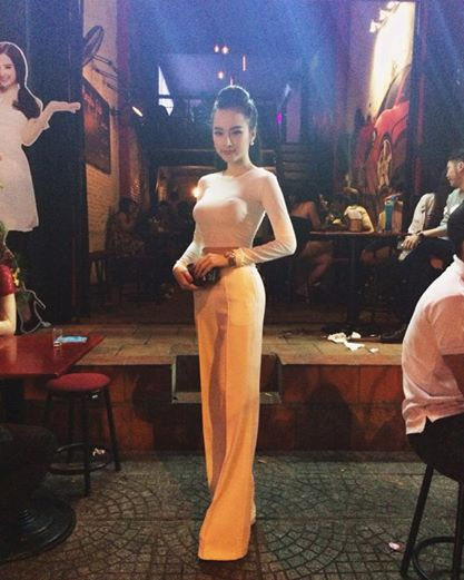 Angela Phuong Trinh nghien style khoe duong cong sexy hinh anh 2