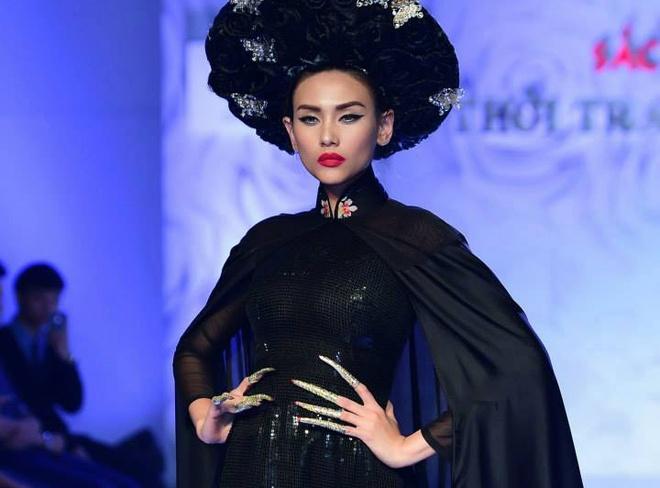 Van Thanh Cong to dan em dao thiet ke ao dai hinh anh