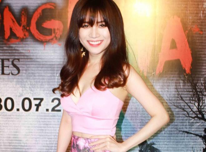 VJ Si Thanh mac lai ao bra-top nong bong voi Toc Tien hinh anh