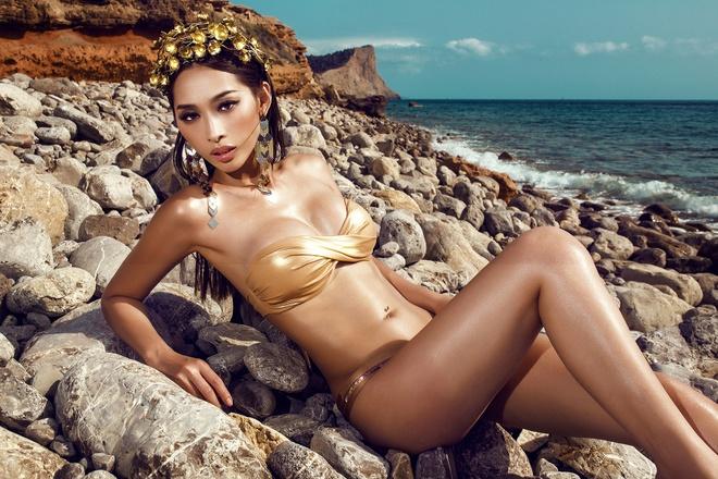 Chan dai Viet mac bikini nong bong tren bo bien Tay Ban Nha hinh anh 1