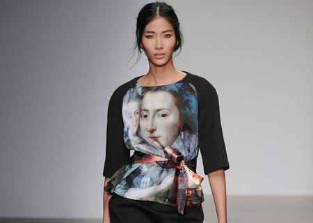 Hoang Thuy dat show o London Fashion Week hinh anh
