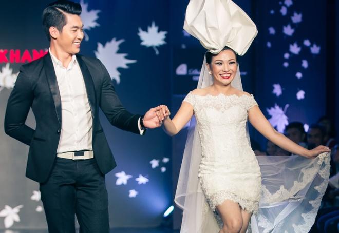 Phuong Thanh chan ngan van tu tin sai buoc catwalk hinh anh