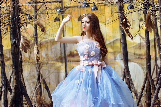 Lily Luta hoa cong chua goi cam voi vay cuoi xanh ngoc hinh anh 1