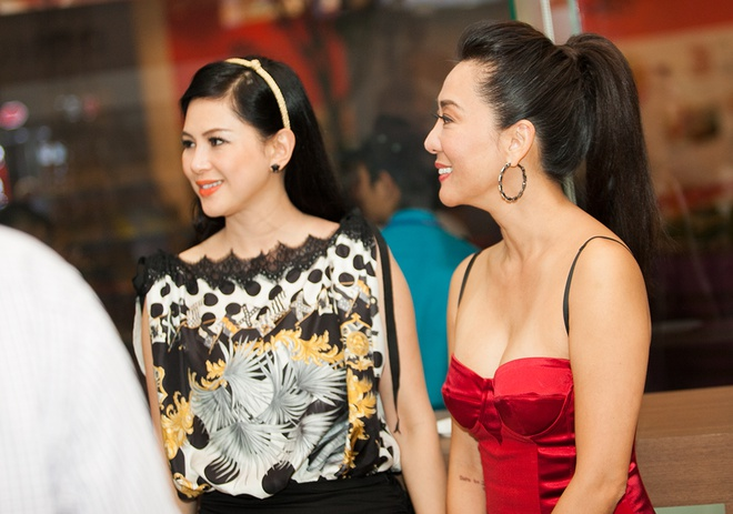 Thuy Tien kin dao ben Ky Duyen sexy hinh anh
