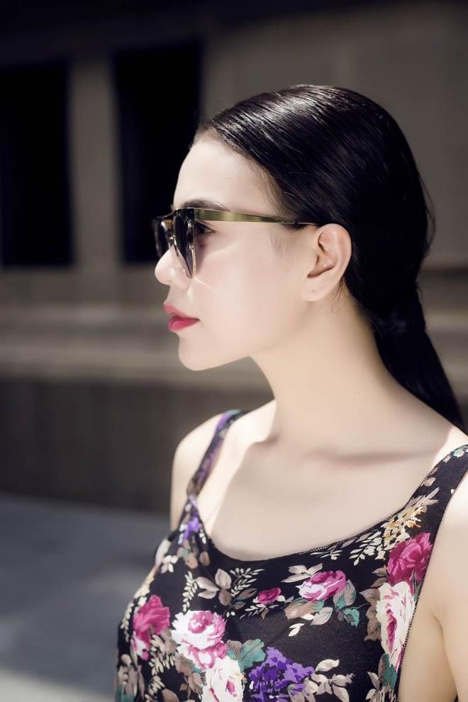 Tra Ngoc Hang dien mot khong noi y xuong pho hinh anh 7