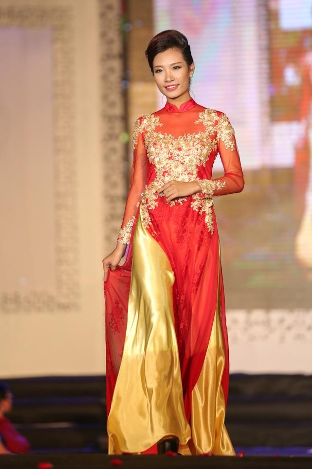 Chieu Xuan dien ao lung tran quyen ru di xem show thoi trang hinh anh 8