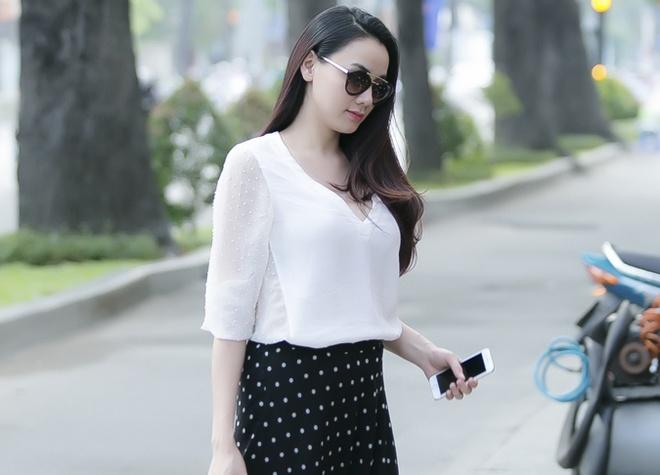 Trang Nhung bung bau 4 thang van sanh dieu xuong pho hinh anh