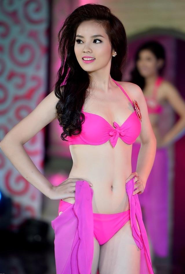 Nhung con so thu vi ve tan hoa hau Nguyen Cao Ky Duyen hinh anh 3 Nhìn hình thể chuẩn như hiện nay của tân hoa hậu, ít ai có thể ngờ rằng cô từng là một cô gái mũm mĩm nặng đến 70kg.