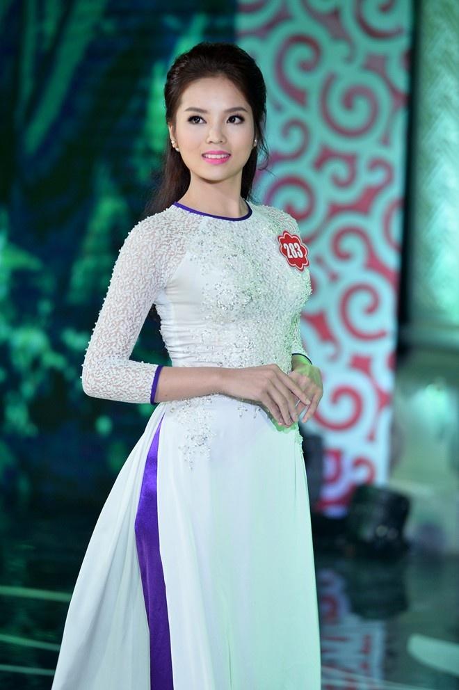 Nhung con so thu vi ve tan hoa hau Nguyen Cao Ky Duyen hinh anh 1 Hoa hậu Việt Nam là cuộc thi sắc đẹp đầu tiên mà Nguyễn Cao Kỳ Duyên tham dự.