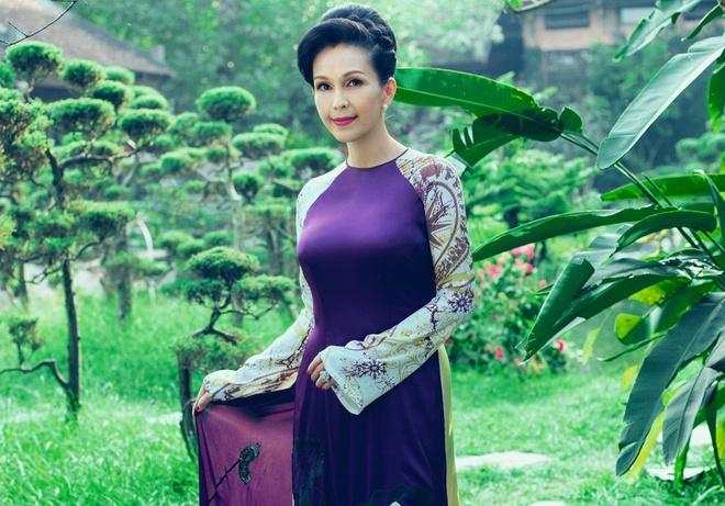'Nguoi dep khong tuoi' dam tham voi ao dai nhung the hinh anh