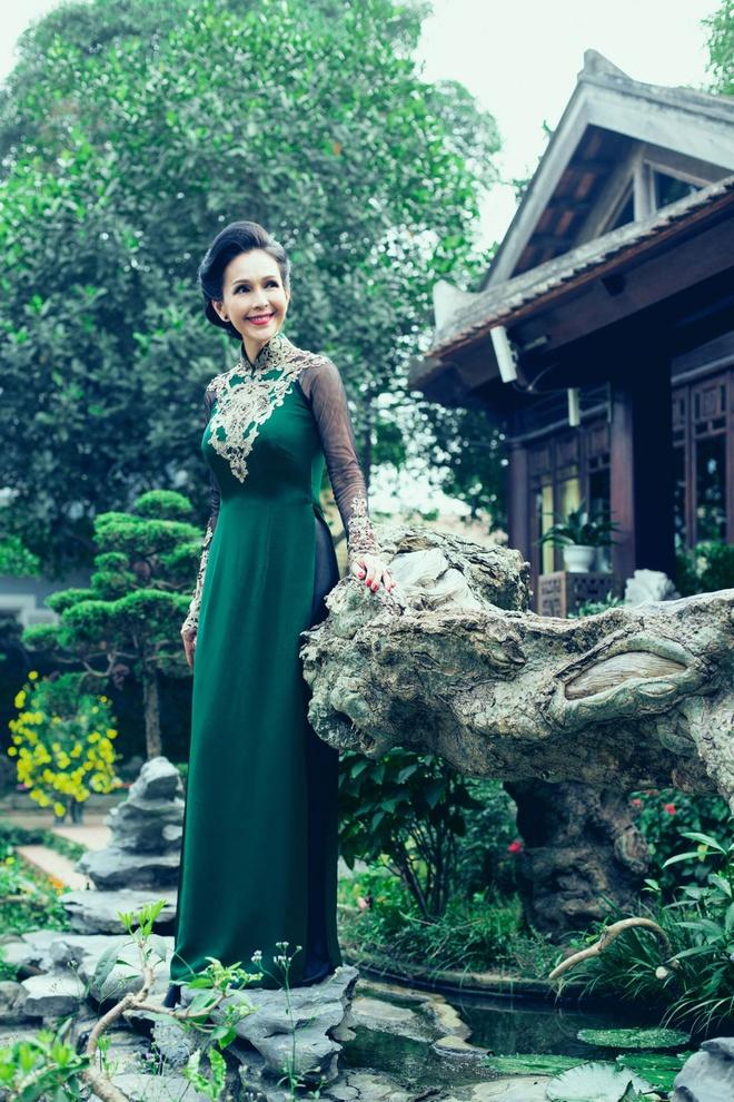 'Nguoi dep khong tuoi' dam tham voi ao dai nhung the hinh anh 6