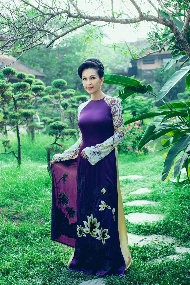 'Nguoi dep khong tuoi' dam tham voi ao dai nhung the hinh anh 7