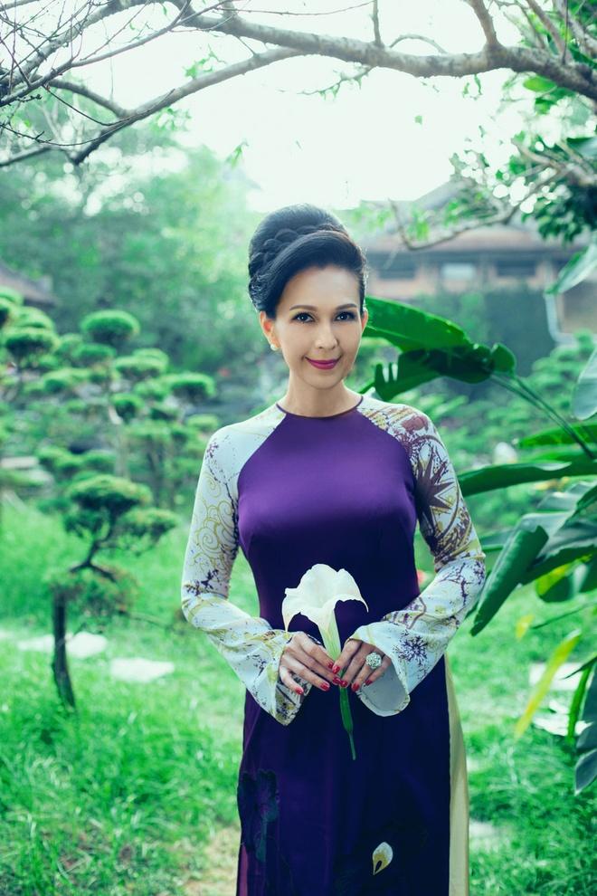 'Nguoi dep khong tuoi' dam tham voi ao dai nhung the hinh anh 8