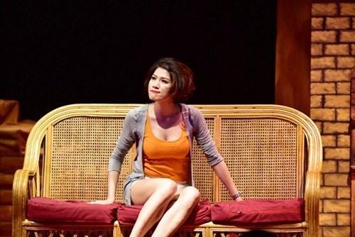 Khi nghe si co thoi quen... chui bay hinh anh 1 Dù biết Trang Trần là một người mẫu cá tính, thẳng thắn, nhưng lối văng lời thô thiển ở nơi công cộng của cô thật khó chấp nhận.
