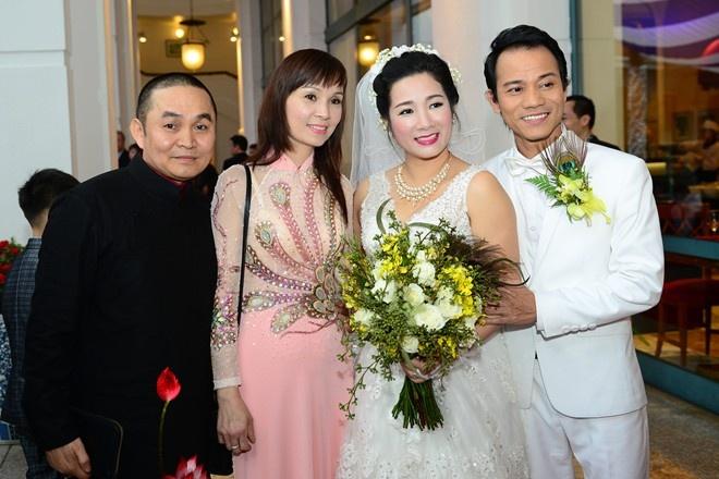 Xuan Hinh nhan nhu qua loi ca tai dam cuoi Thanh Thanh Hien hinh anh