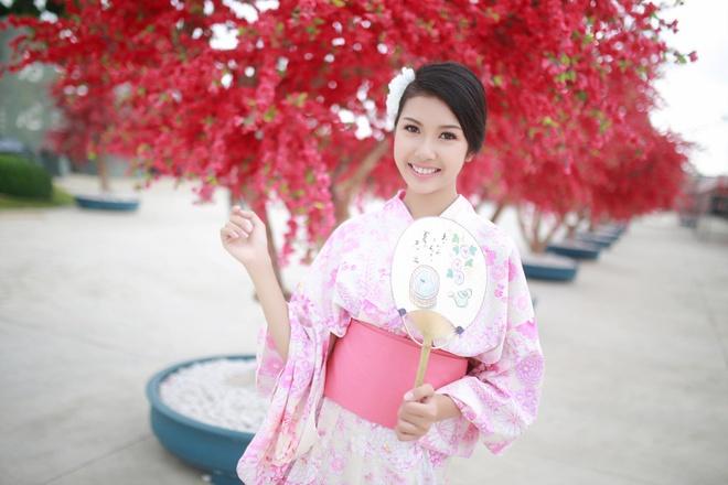 A khoi Thuy Van dien kimono lam my nu Nhat Ban hinh anh