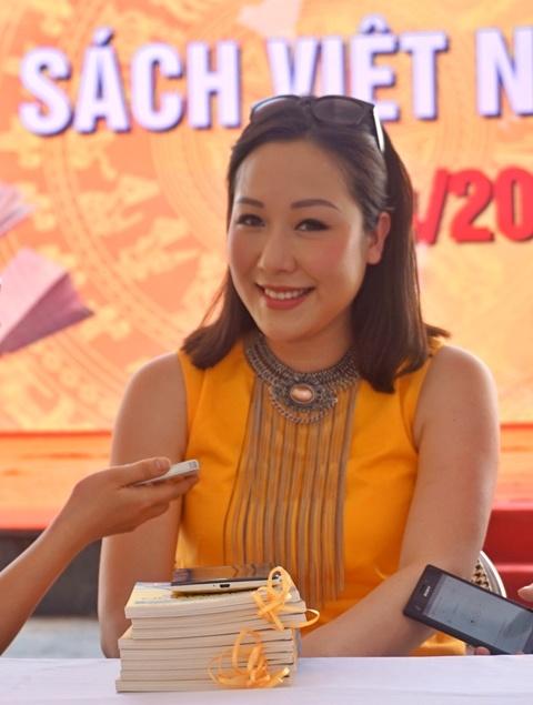 Ngo Phuong Lan: 'Vo chong toi chua co ke hoach sinh con' hinh anh 1 Hoa hậu Ngô Phương Lan tại buổi ra mắt sách. Ảnh: Mi Ly.
