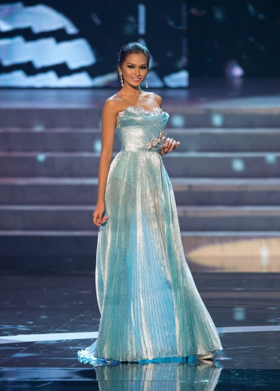 Hoa hau Philippines dien show xuan he cua Do Manh Cuong hinh anh 1