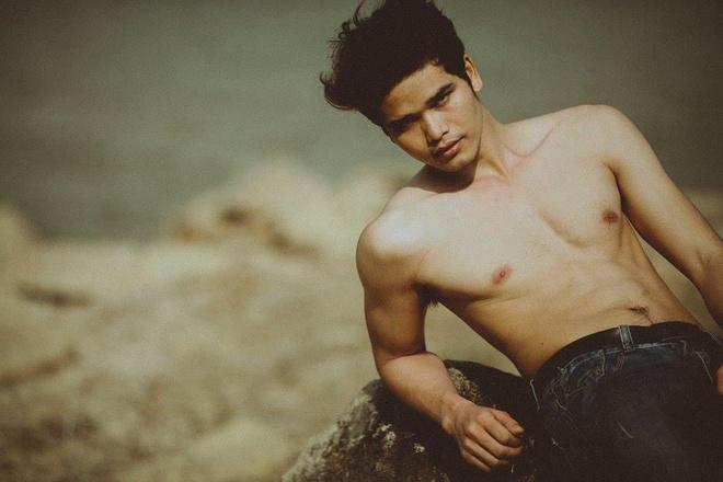 Chang trai E-de gay chu y o Vietnam's Next Top Model hinh anh 2