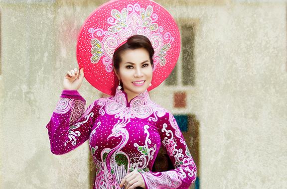 Hoa hau Kim Hong dien ao dai du sac mau hinh anh