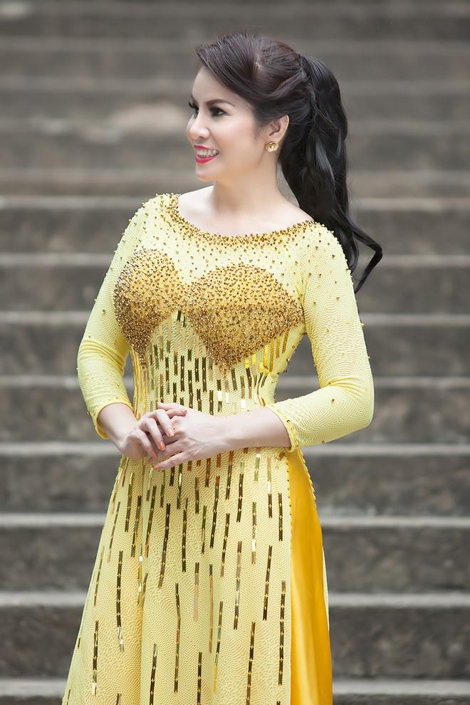 Hoa hau Kim Hong dien ao dai du sac mau hinh anh 5