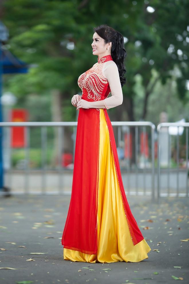 Hoa hau Kim Hong dien ao dai du sac mau hinh anh 6