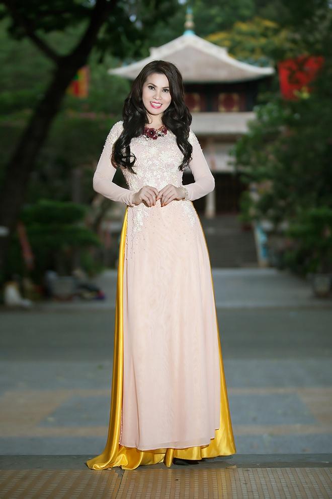 Hoa hau Kim Hong dien ao dai du sac mau hinh anh 9