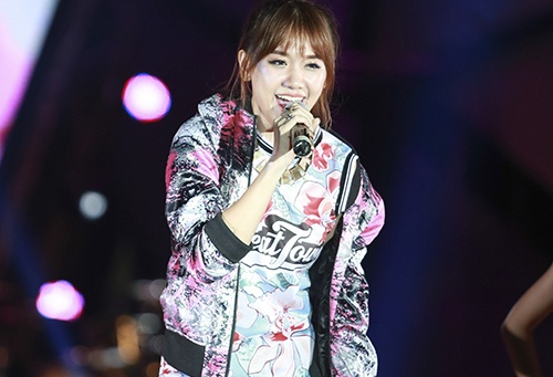 Hari Won vao nhom sao xau vi trang phuc hoa tiet ruom ra hinh anh