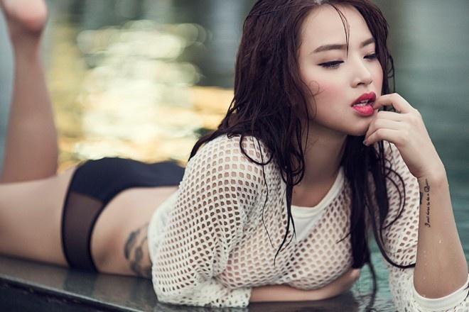 My nhan Viet dien ao luoi sexy tren bien hinh anh