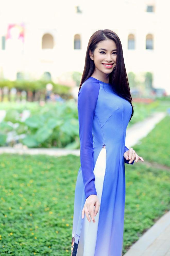 Pham Huong duyen dang ao dai hoa tiet Sai Gon hinh anh 3