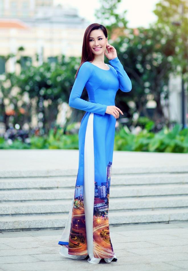 Pham Huong duyen dang ao dai hoa tiet Sai Gon hinh anh 4