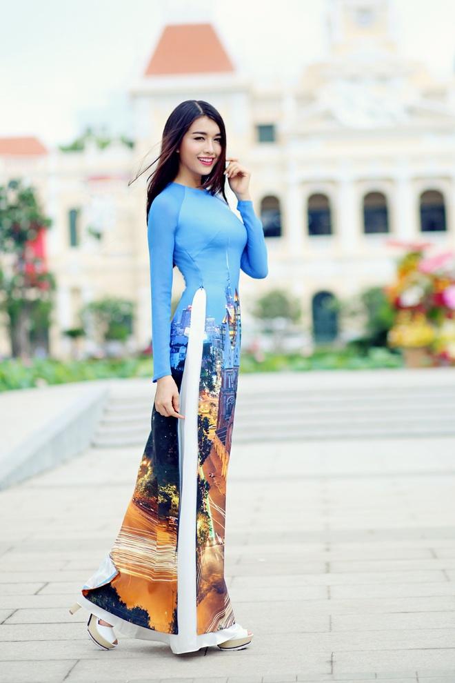 Pham Huong duyen dang ao dai hoa tiet Sai Gon hinh anh 7