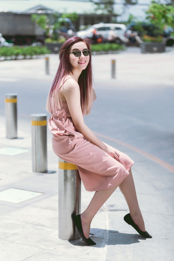 Hot girl Mie noi bat tren duong pho voi mau toc ombre hinh anh 4