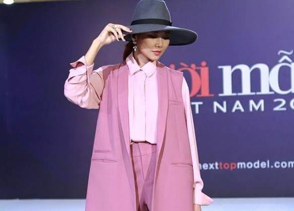 Thoi trang dang cap cua Thanh Hang o vong casting Top Model hinh anh