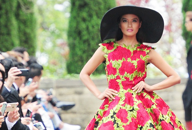 Hoa hau Philippines sai buoc kieu sa o show Do Manh Cuong hinh anh