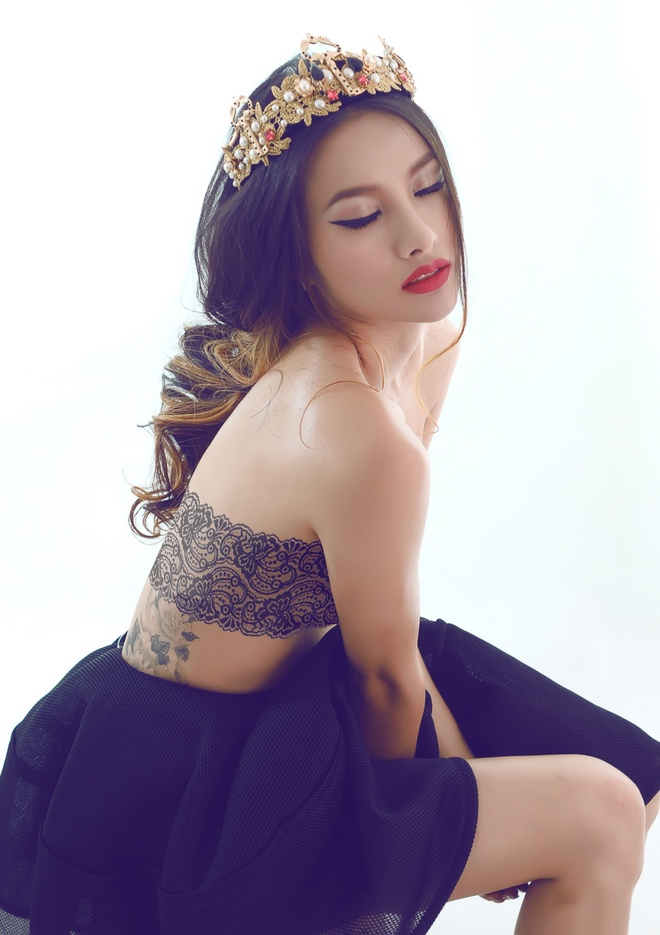 Yaya Truong Nhi mac bra-top lo hinh xam tren co the hinh anh 3
