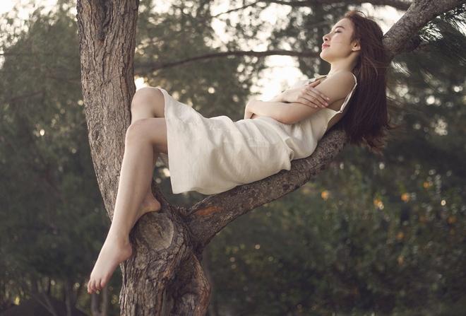 Angela Phuong Trinh moc mac trong bo anh moi hinh anh