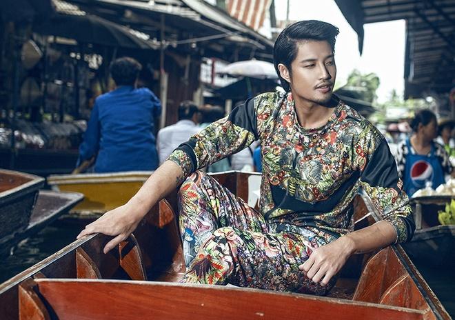 Ho Vinh Anh dien cay hoa tiet dao cho noi Thai Lan hinh anh