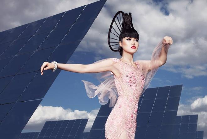 Jessica Minh Anh bien nha may thanh san catwalk hinh anh